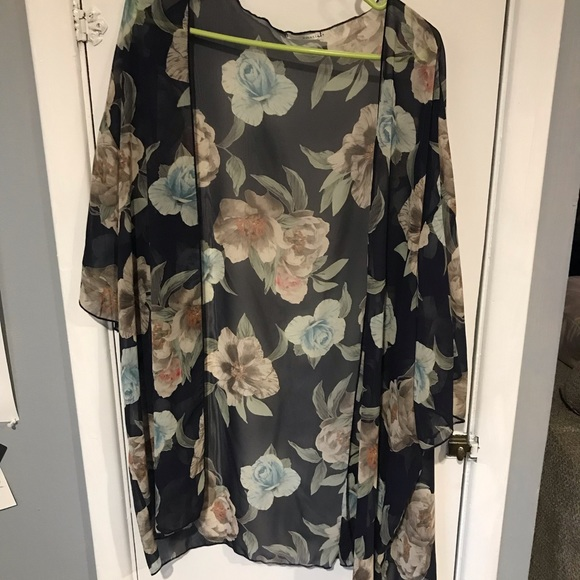 Tops - Navy blue with floral accents kimono